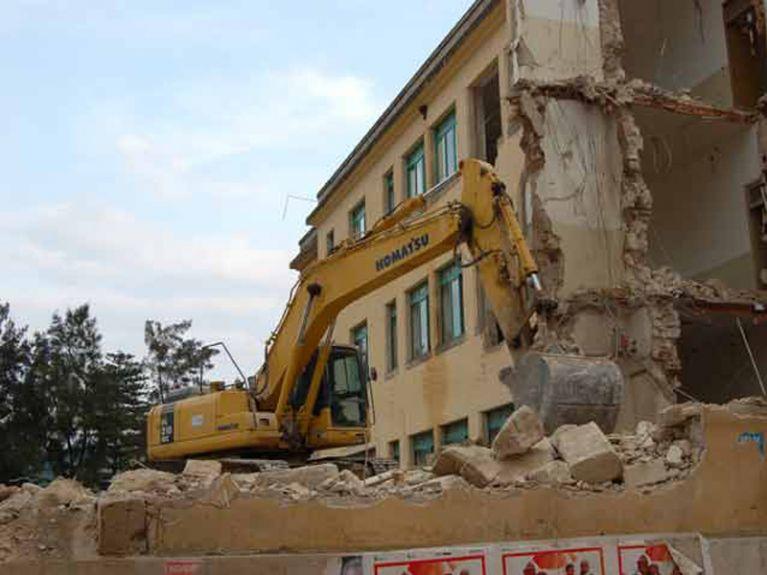 Demolizioni a grandi altezze