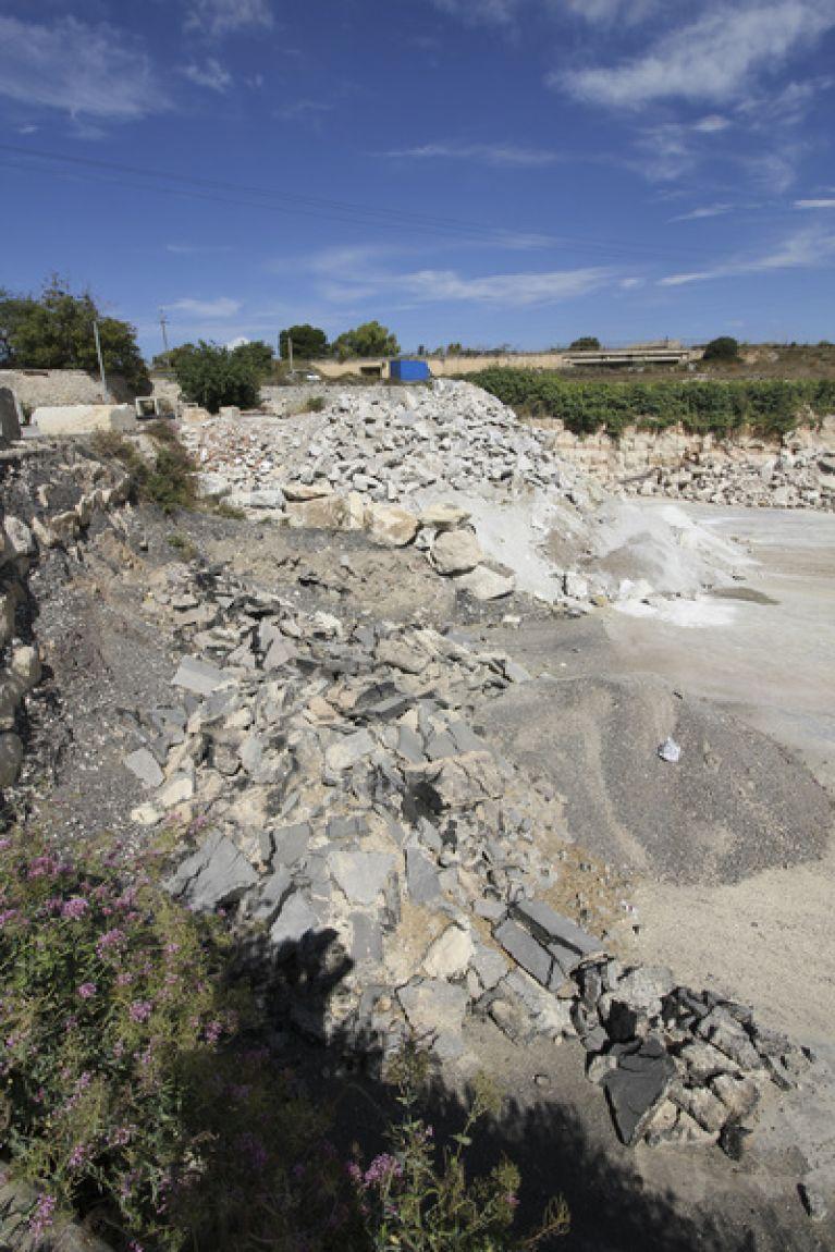 Lavori di discarica smaltimento rifiuti inerti